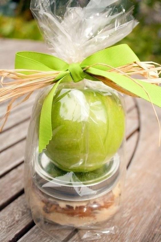 jablko-upominek-dla-gosci-weselnych